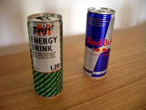 Das M�ntelchen des Billigen als Tarnumhang: M-Budget Energy Drink und Red Bull